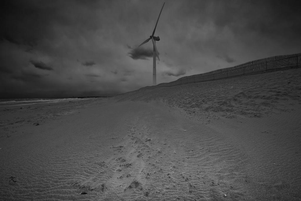 鹿島灘 風力発電 砂丘 A wind power plant.